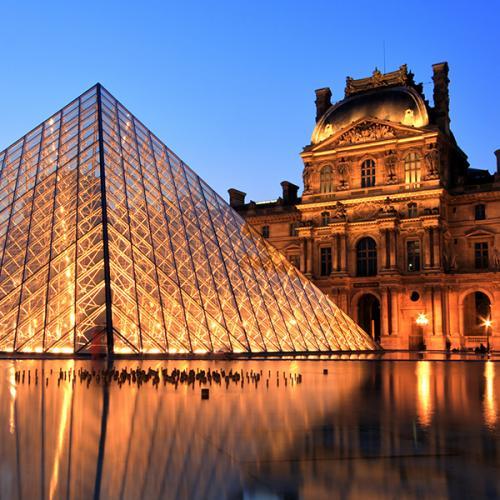 Napoléon est encore au Louvre